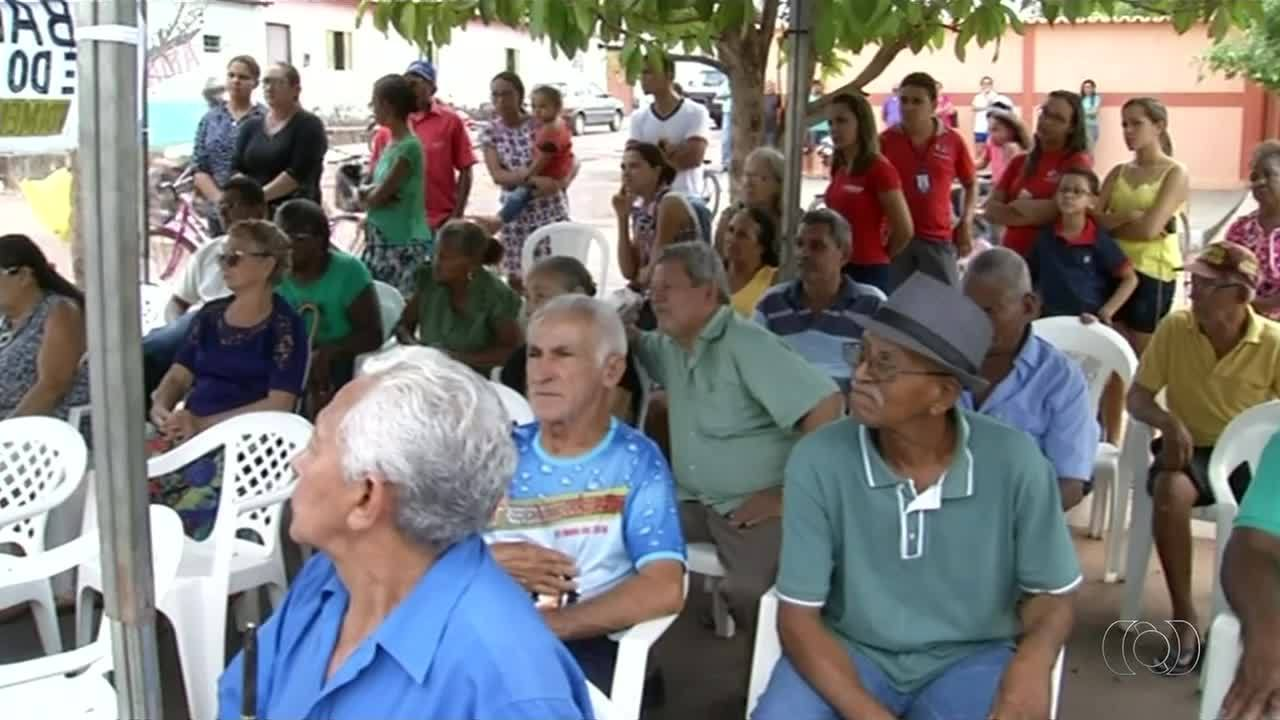 Moradores de Ananás protestam e pedem funcionamento de agência atacada por criminosos