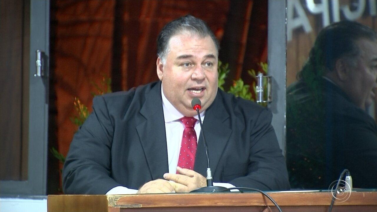 Alexandre Peixinho toma posse como prefeito de Mairinque