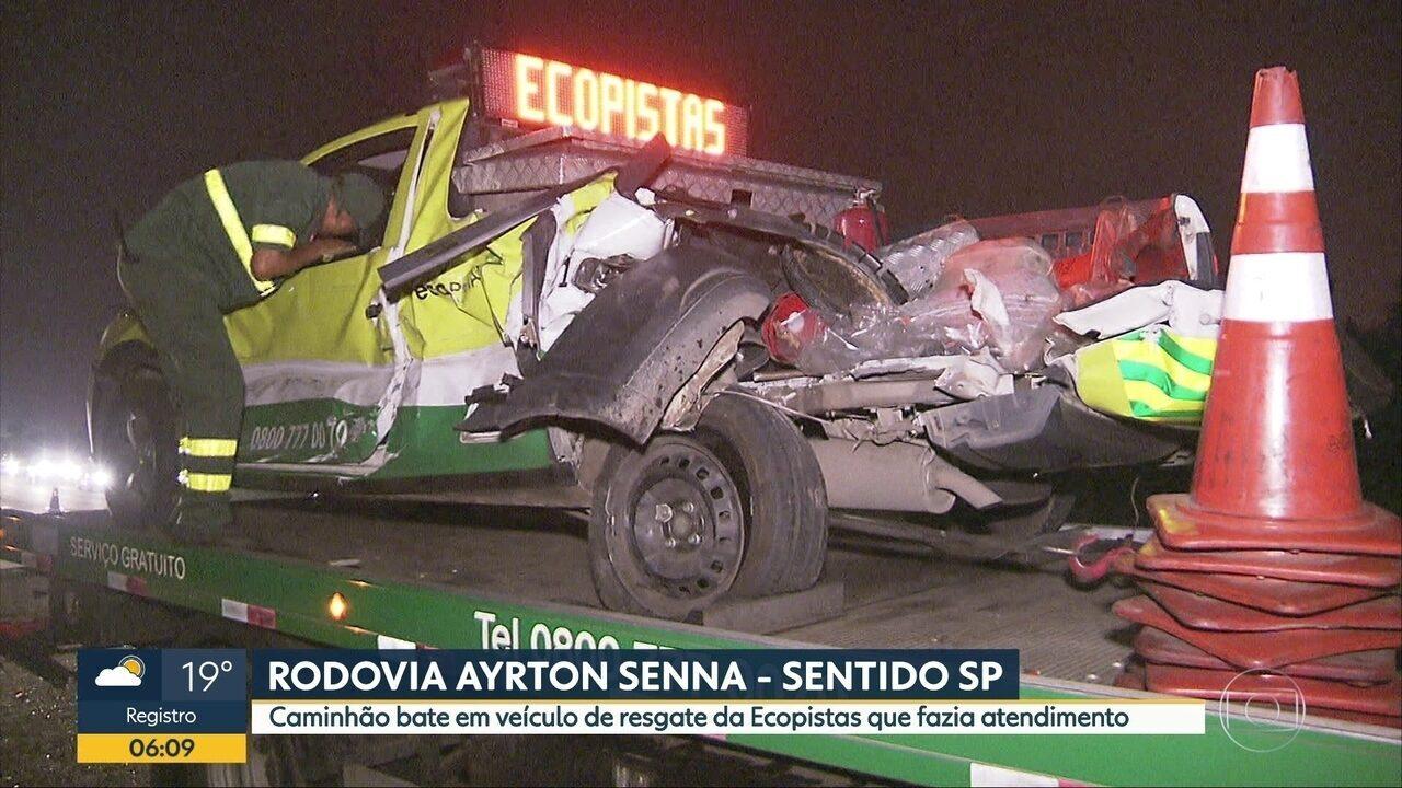 Caminhão bate em veículo de resgate da Ecopistas que fazia atendimento em rodovia de SP