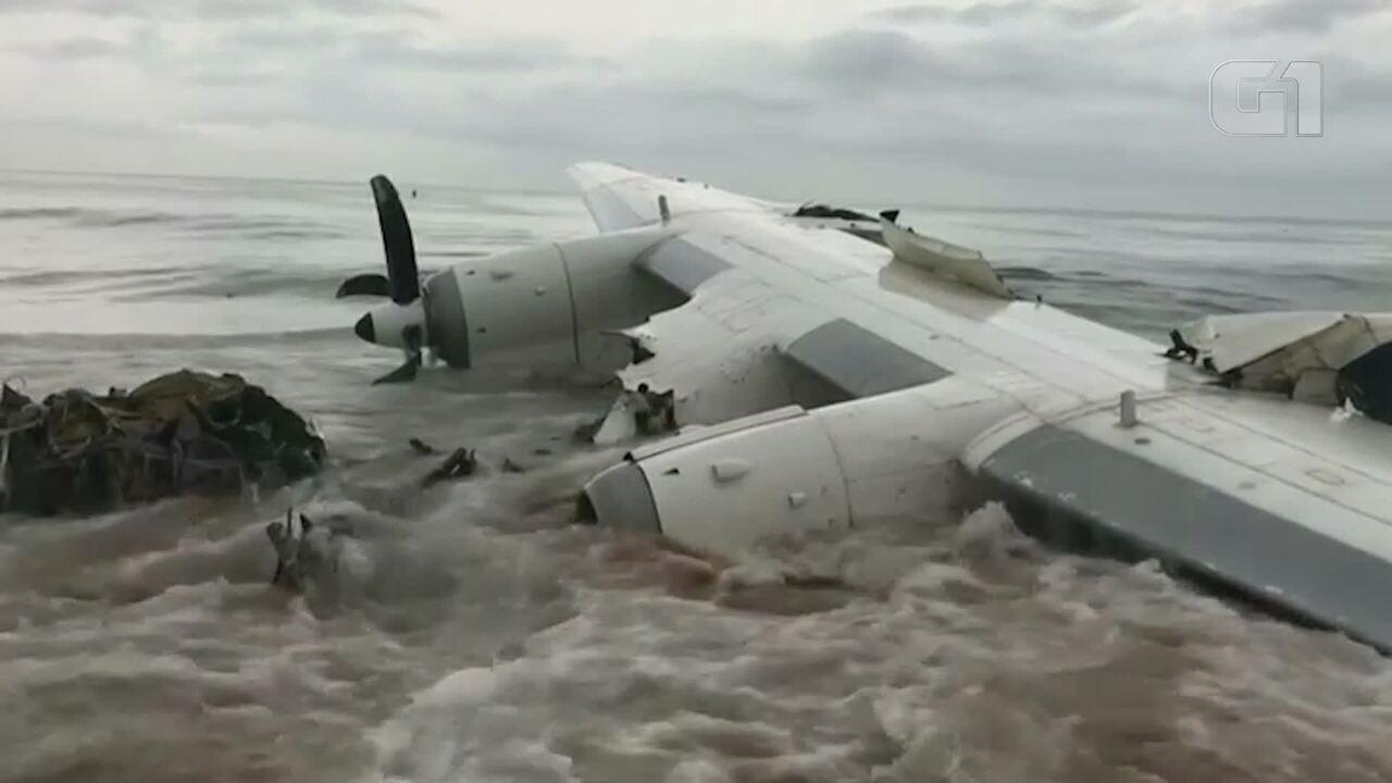 Avião cai no litoral da Costa do Marfim e deixa 4 mortos