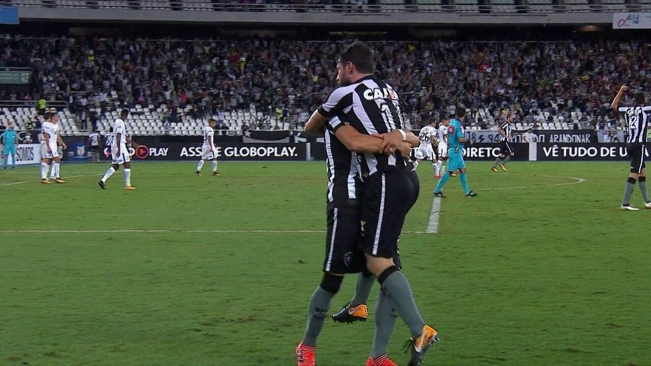 Gol do Botafogo - No escanteio, Brenner aproveita desvio de Pimpão e empurra para o gol, aos 8 do 2º tempo