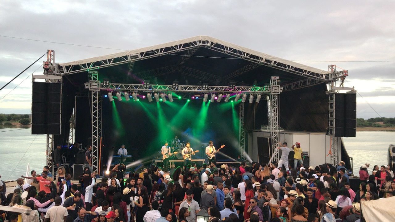 Banda MPA se apresentando durante a Serenata da Recordação, em Santa Maria da Boa Vista.