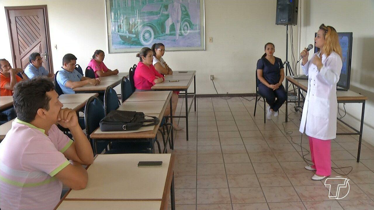 Colaboradores do STC recebem informações sobre o Outubro Rosa