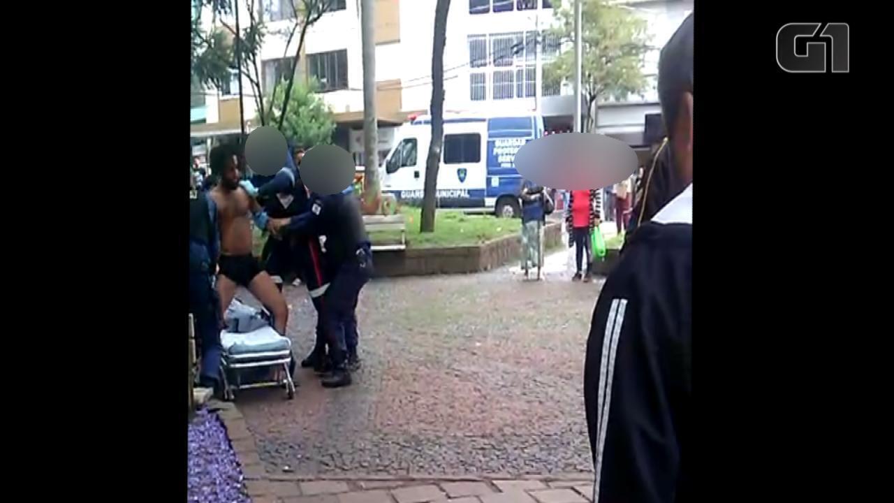 Bailarino é abordado pela Guarda Municipal durante performance em Caxias do Sul