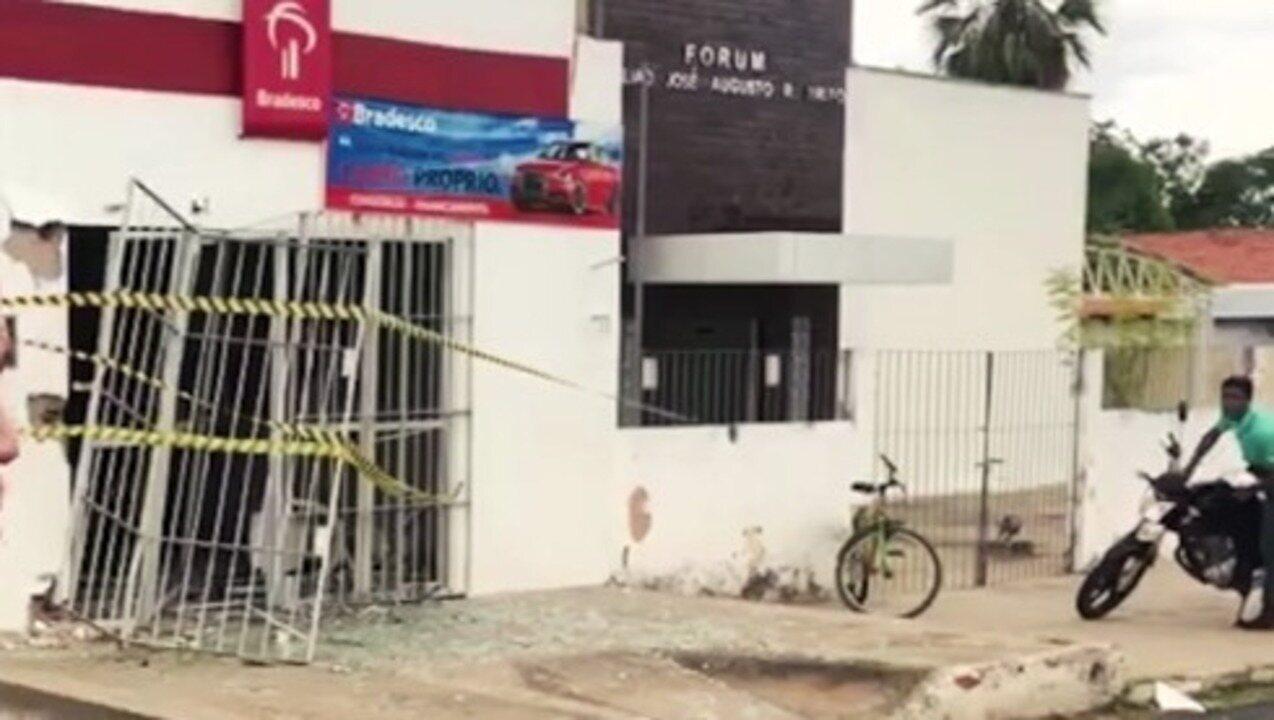 Bando explode agencia bancária em Monsenhor Gil