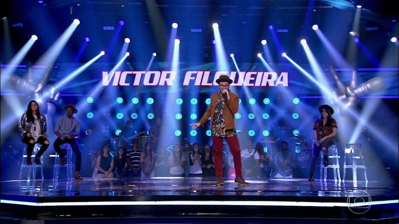 Victor Filgueira cantou 'Fora da Lei'