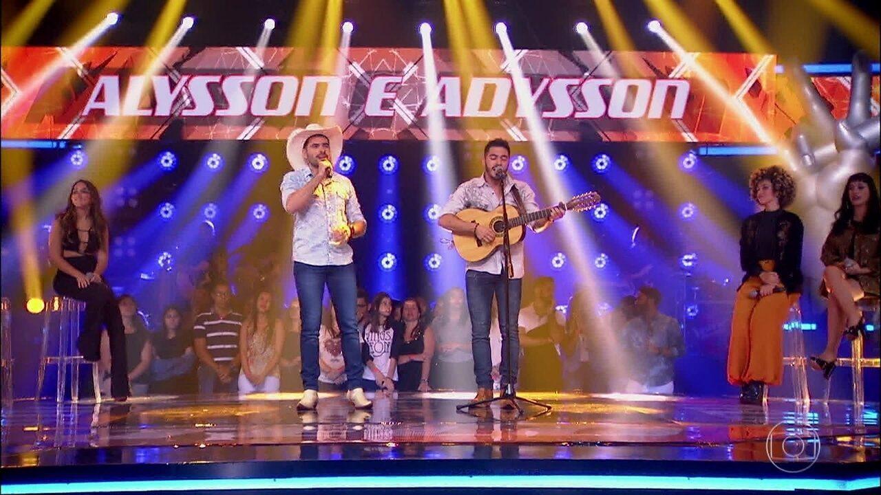 Alysson e Adysson cantaram 'No Rancho Fundo'