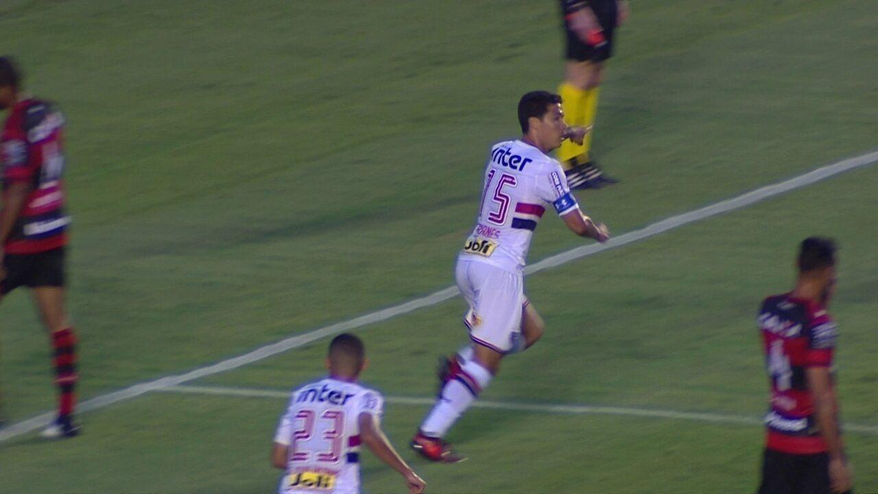 Gol do São Paulo! Pratto cruza e Hernanes marca aos 21 do 1º tempo