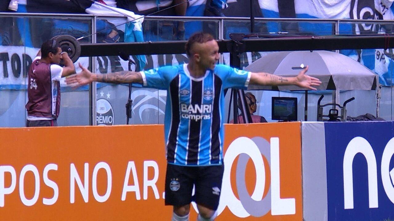 Gol do Grêmio! Everton recebe lançamento de Edílson, e vira o jogo, aos 26' do 2º t