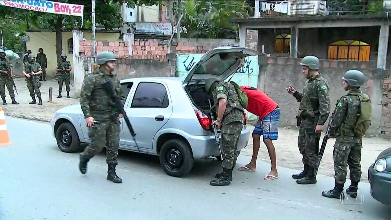 Forças Armadas são recebidas a tiros em operação em São Gonçalo, no RJ