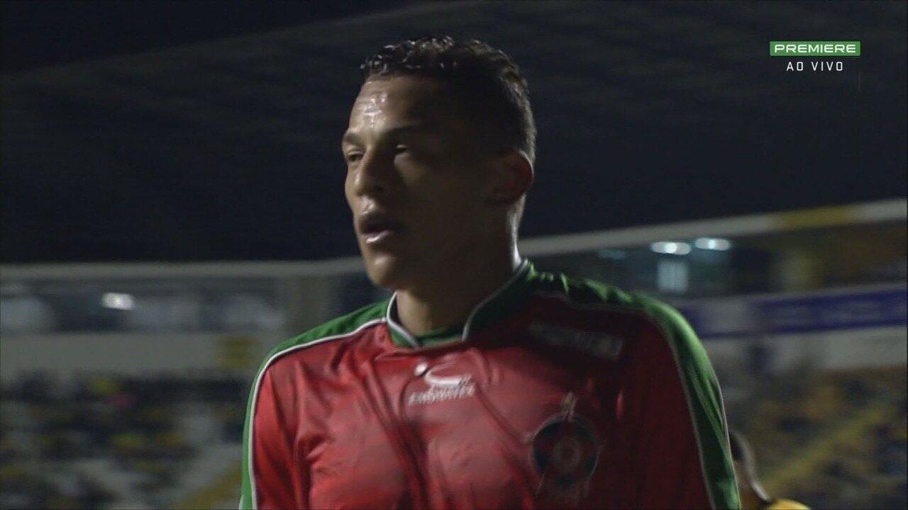Wesley desperdiça a melhor chance do Boa Esporte, cara a cara com Luiz aos 38 do 2º tempo