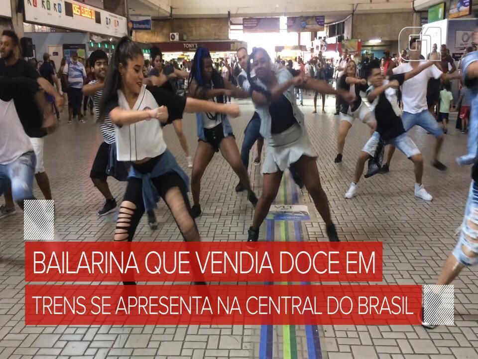 Jovem que vendia doce em trens se apresenta na Central do Brasil após fazer curso nos EUA