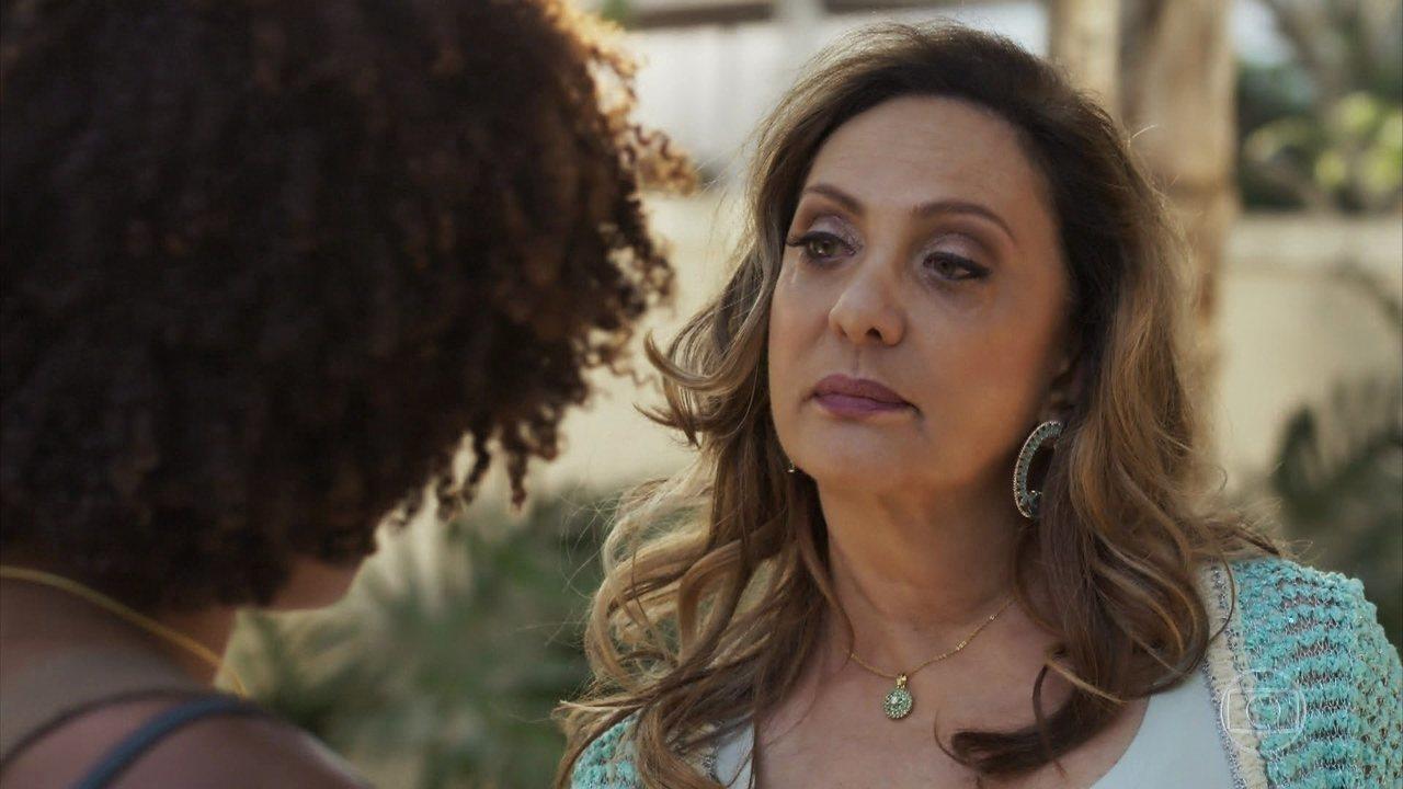 Nádia humilha Raquel e a expulsa de sua casa