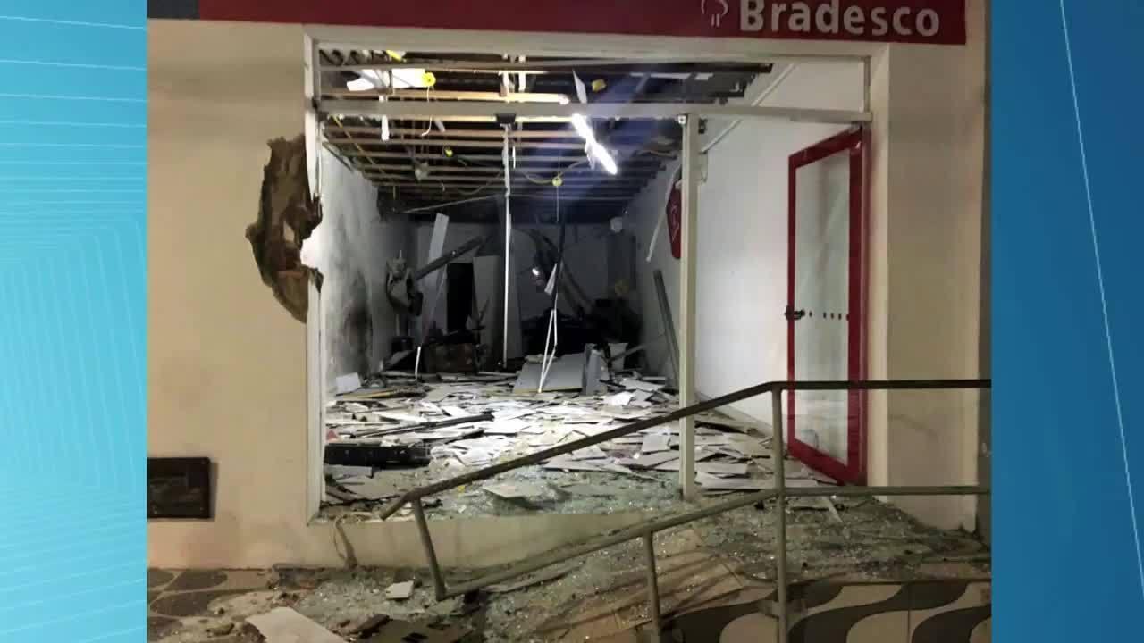 Bandidos explodem caixa eletrônico da agência do Bradesco de Anadia