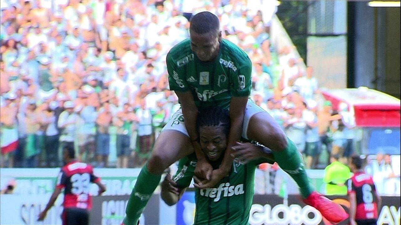Gol do Palmeiras! Deyverson aproveita rebote sem marcação e marca de novo, aos 35 do 1º