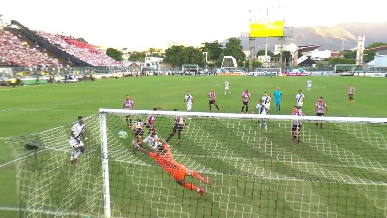 Aderllan desvia contra o próprio gol e Sidão faz grande defesa; aos 43' do 2ºT