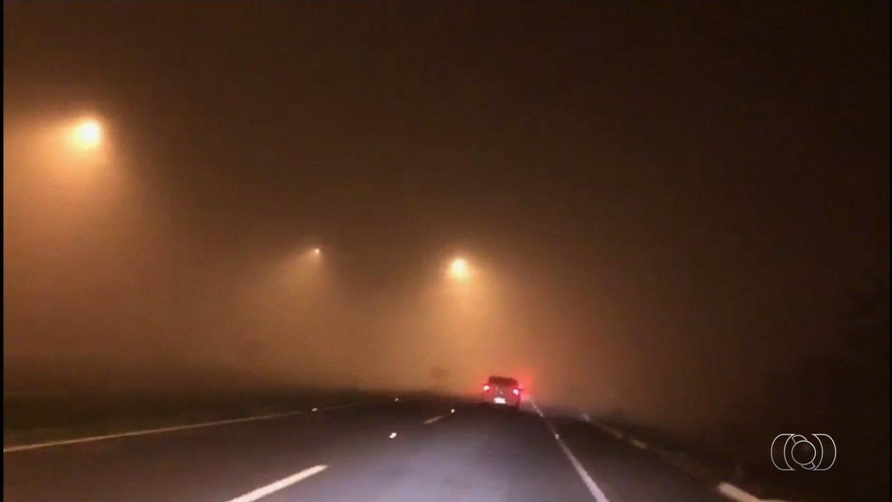 Goiânia amanhece com forte neblina nesta segunda-feira (13)