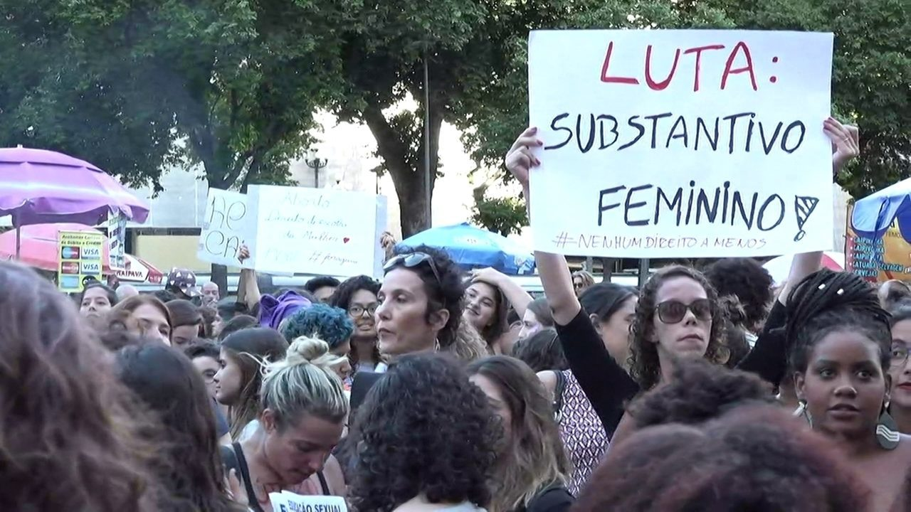 Mulheres protestam no Centro do Rio contra a PEC 181