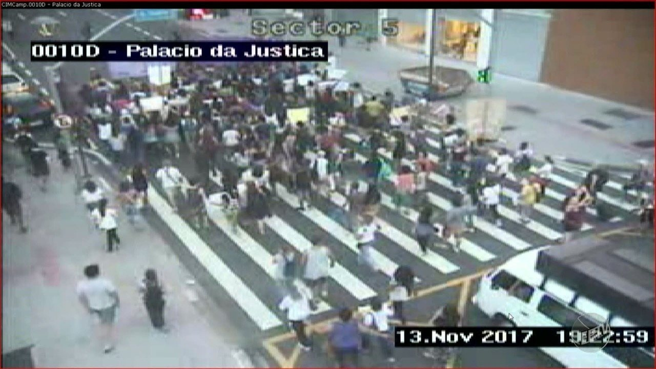 Mulheres protestam contra PEC 181 no Centro de Maceió