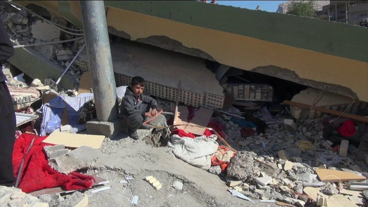 Passa de 450 o número de mortos no terremoto na fronteira do Irã e Iraque