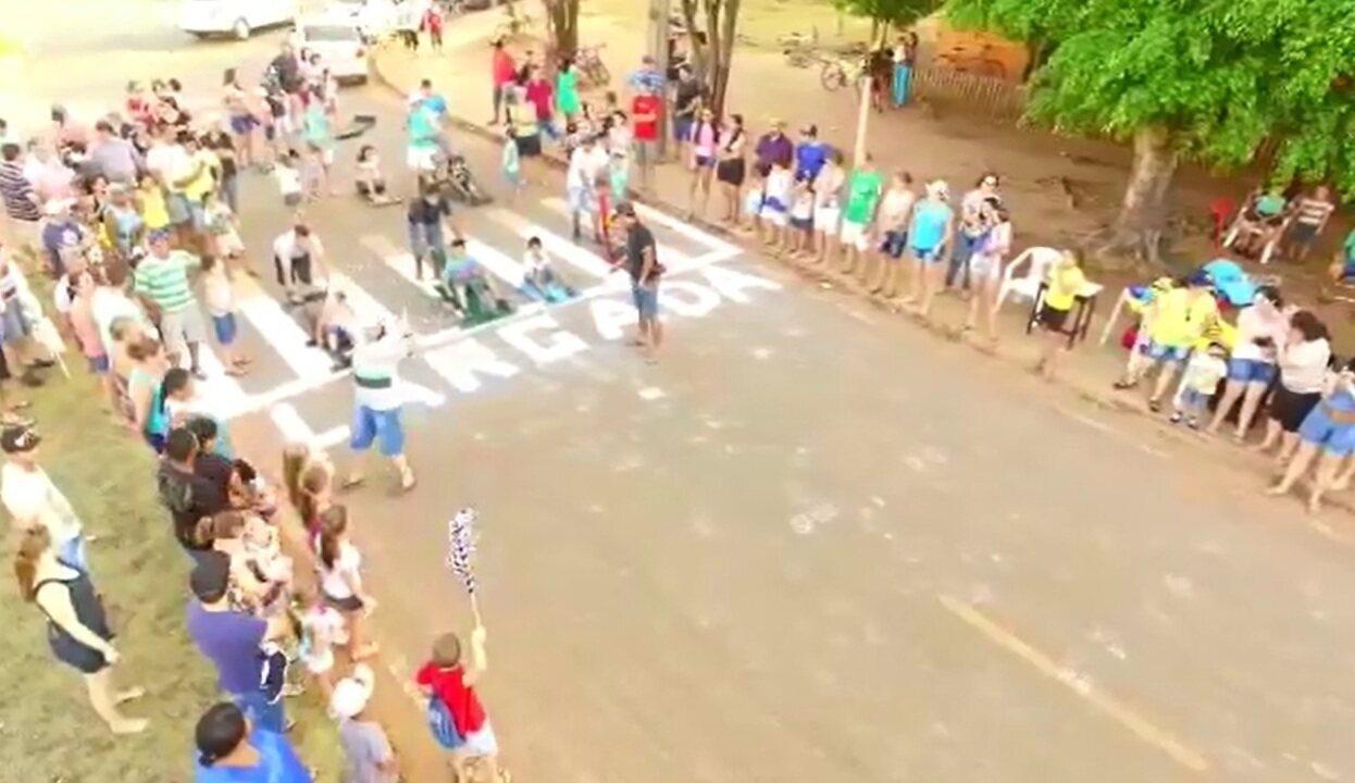 Competição de carrinhos de rolimã foi realizada para estimular alunos