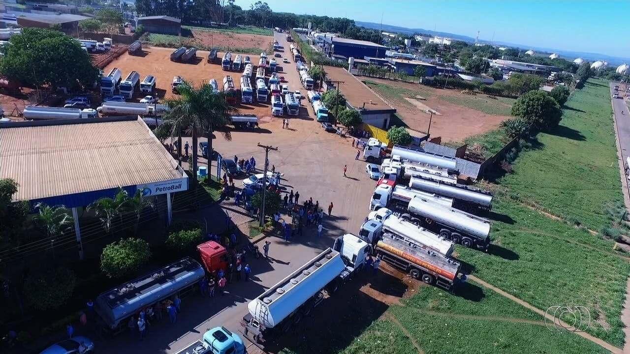 Protesto contra alta dos preços continua a bloquear distribuidora de combustíveis