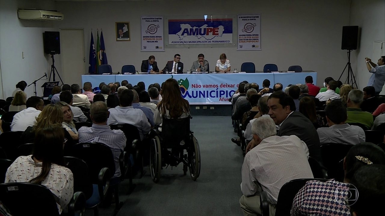 Prefeitos de 100 cidades do interior se reúnem no Recife para discutir crise econômica