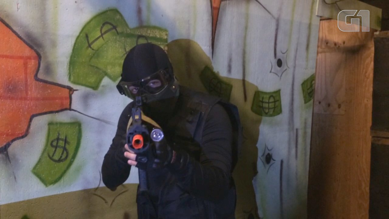 Praticante de Airsoft diz que arma de brinquedo 'não é algo de terrorista'
