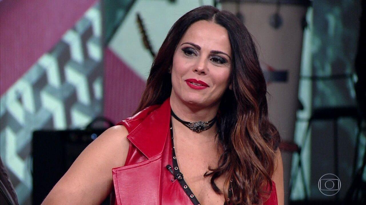 Viviane Araújo encerra o programa cantando como 'Lili Carabina'