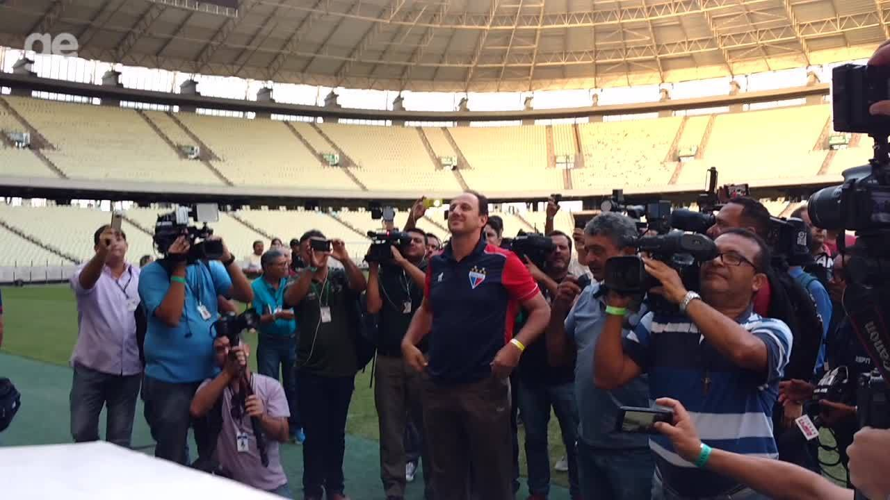 """€ vontade Rogério Ceni manda recado em apresenta§£o no Le£o """"Vim"""