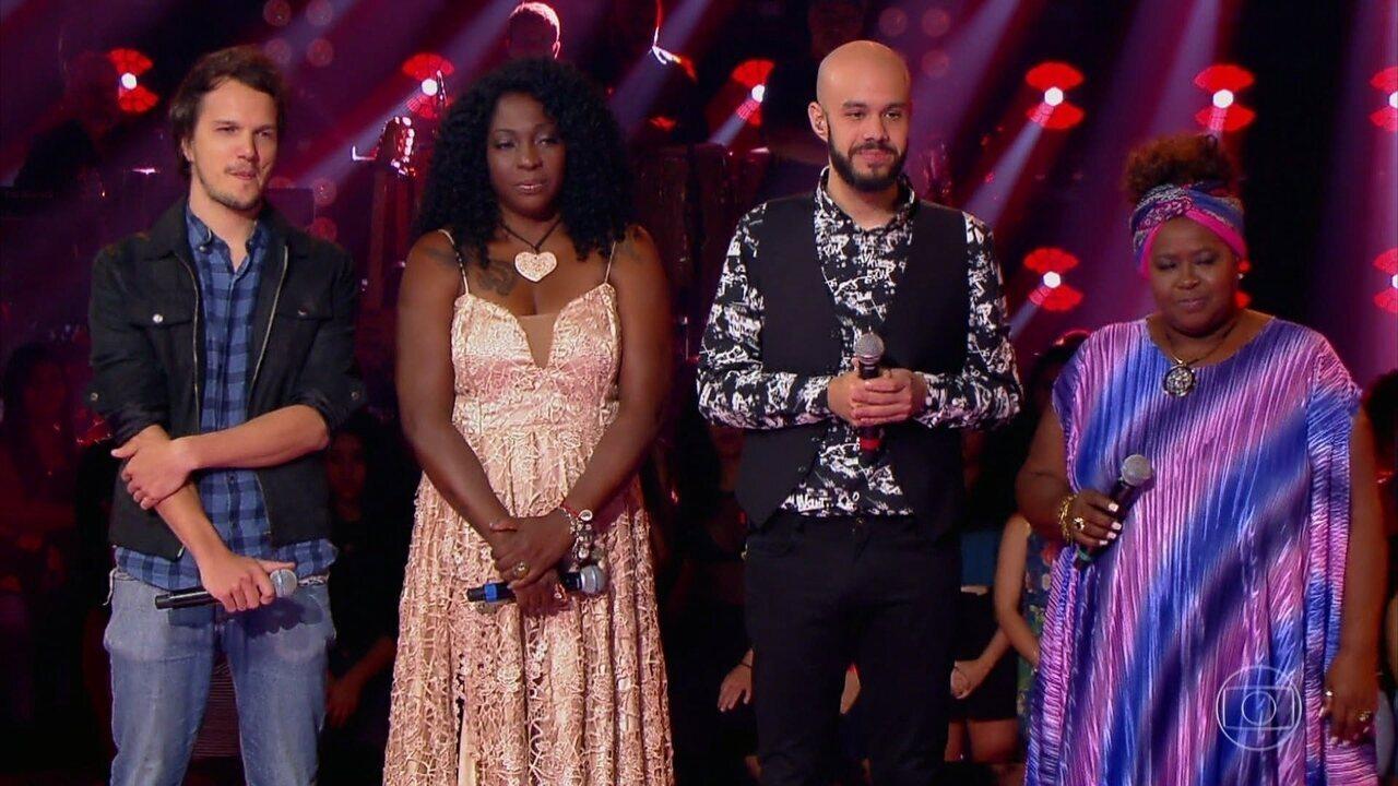 Carlinhos Brown escolhe 2 vozes na última noite de Tira-Teima