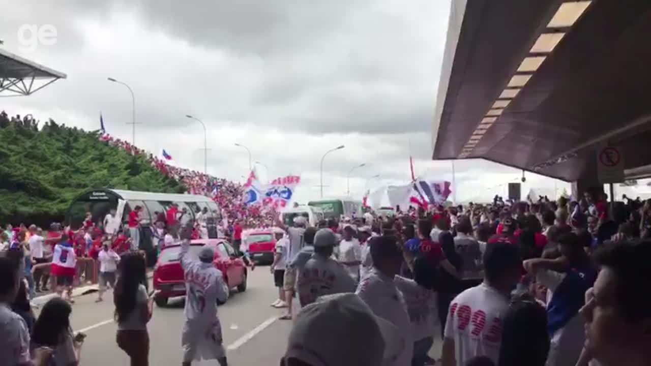 Torcida do Paraná faz festa após garantir acesso à série A