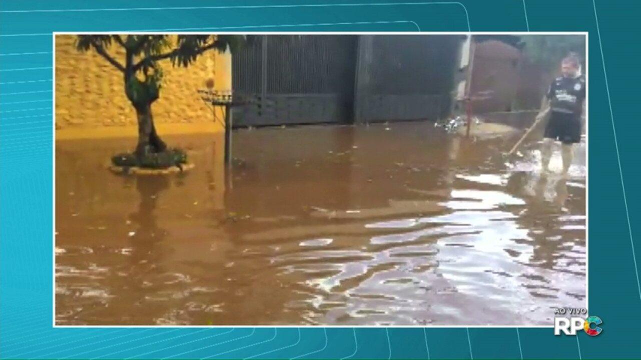 Chuva rápida causa estragos e confusão no trânsito de Londrina