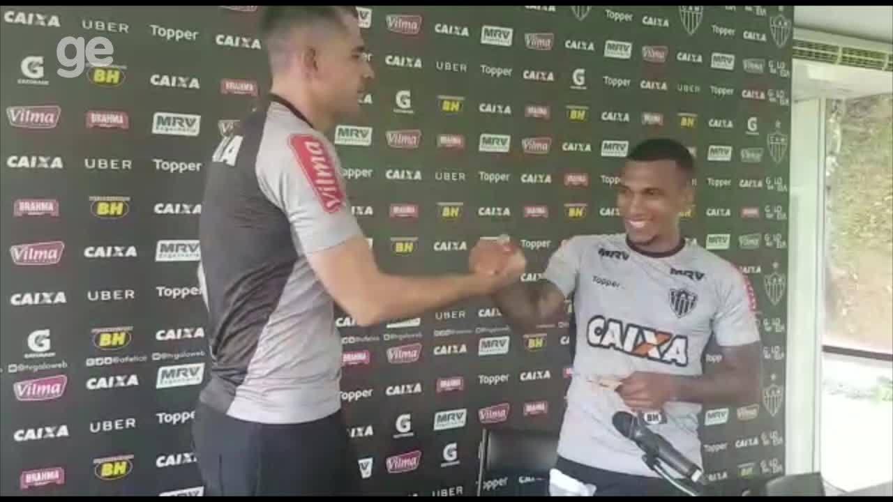 Victor paga promessa a Otero por golaço: