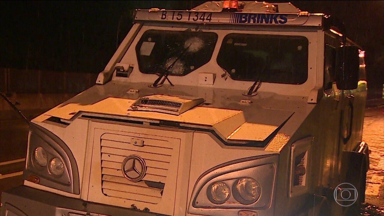 Polícia procura por criminosos que tentaram assaltar carro forte em São José dos Campos