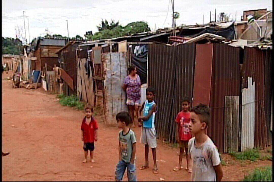 Durante chuva, Bombeiros de Araxá emitem alerta para famílias que moram em áreas de risco