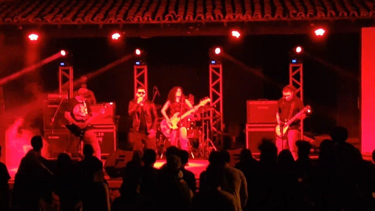 Banda Andranjos durante apresentação no Expresso do Rock, em 2016.