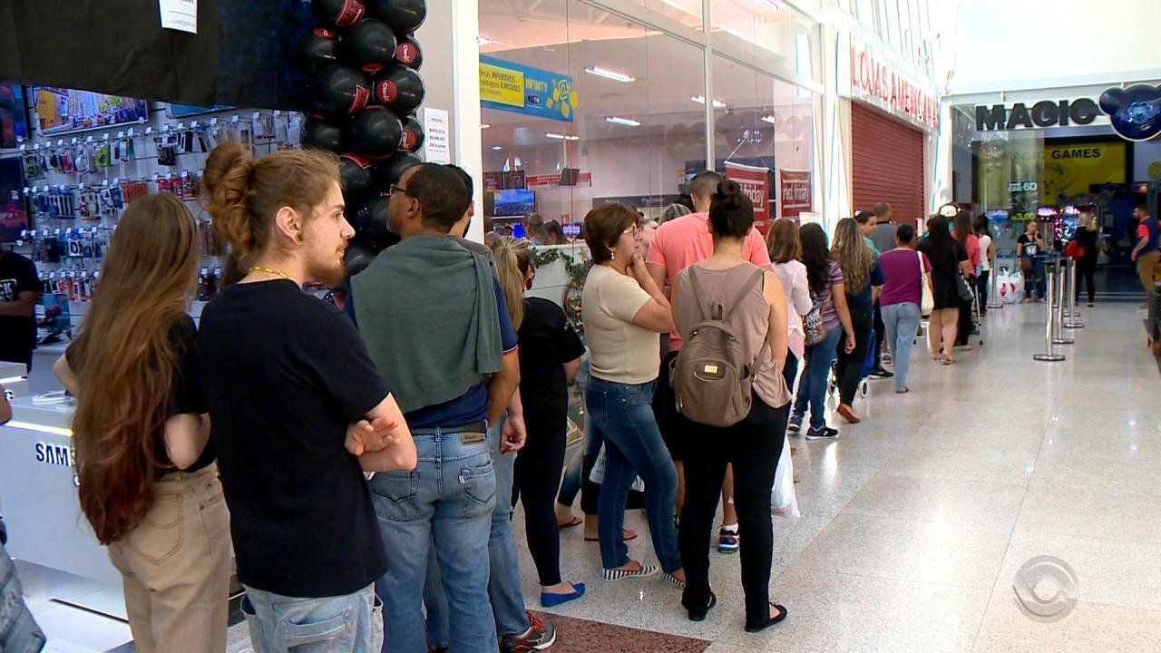 Consumidores aproveitam dia de descontos e movimentam o comércio do RS