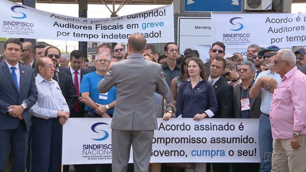 Auditores fiscais fazem protesto em Foz do Iguaçu