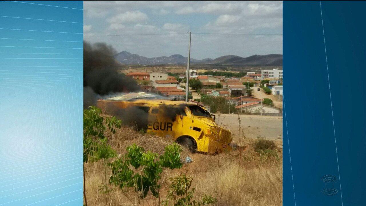 Bandidos atacam carro forte em rodovia na cidade de Paulista, Sertão da Paraíba