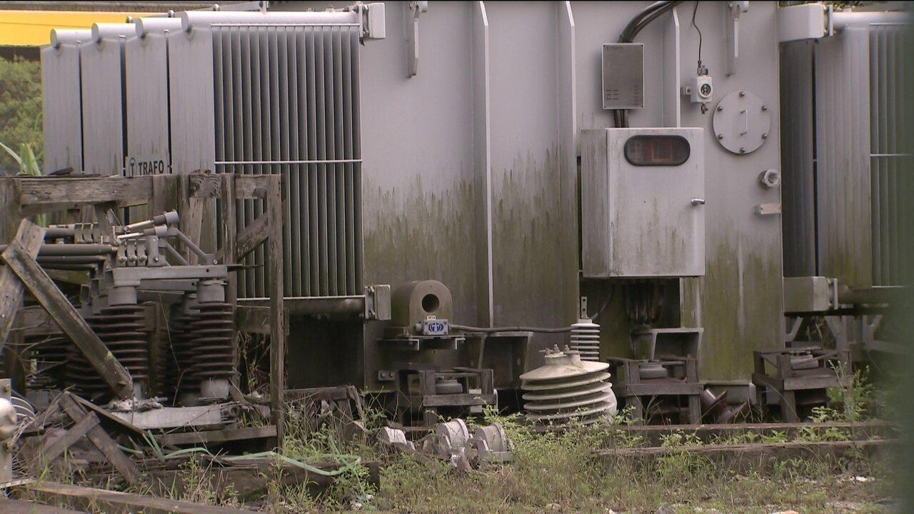 Equipamentos que seriam usados na modernização das linhas da CPTM estão abandonados e enferrujados