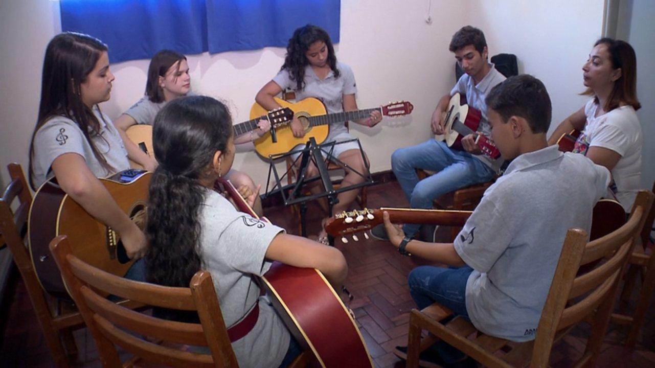 Orquestra oferece aulas de música, dança e teatro gratuitas