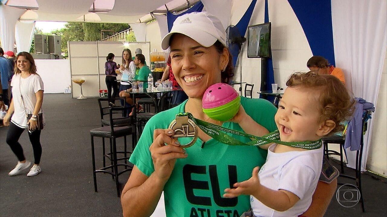 Correndo com o filho Ian, Luciana Machado completa a Volta Internacional da Pampulha