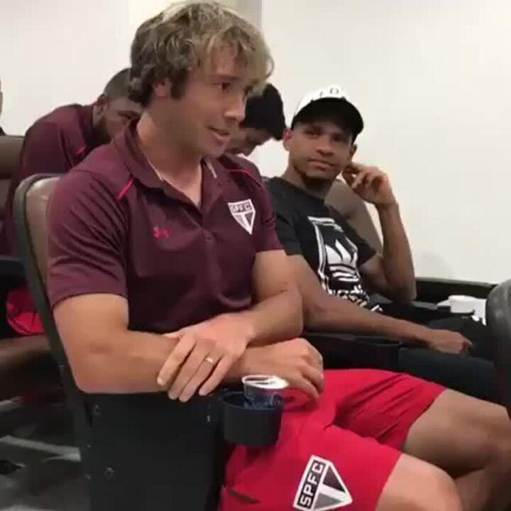 Lugano faz discurso de agradecimento aos jogadores do São Paulo