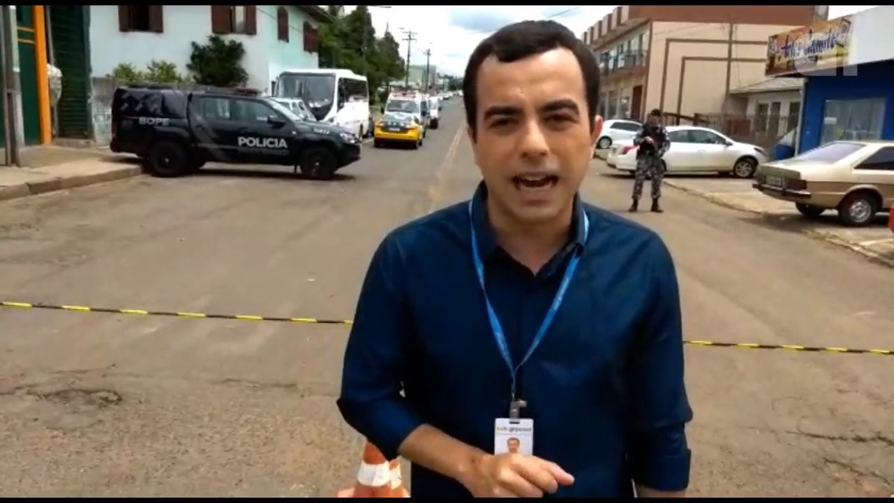 Homem invade prédio da prefeitura e mantém funcionária refém em Pinhão