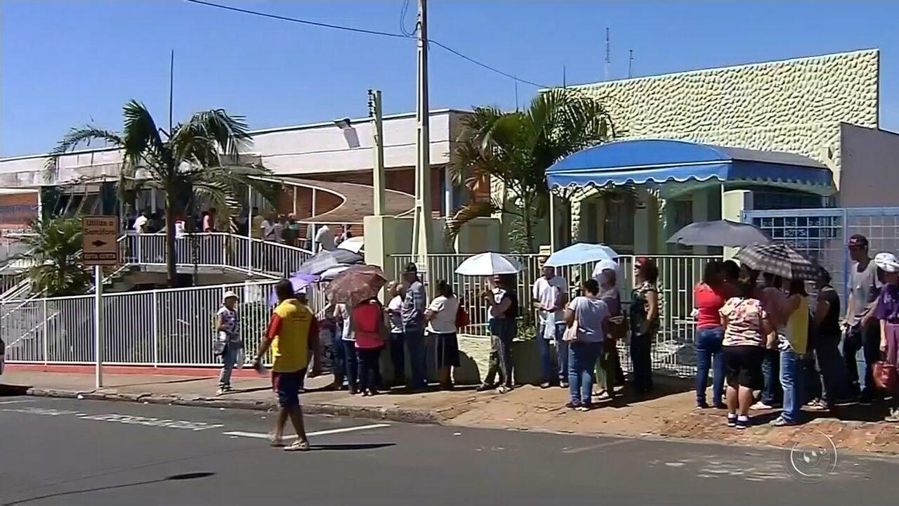 Uma grande fila se formou no primeiro dia de agendamento de consultas no CSE, em Botucatu