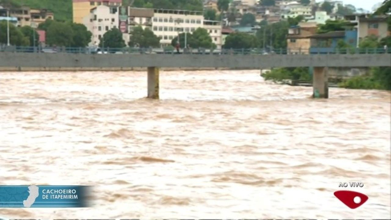 Nível do Rio Itapemirim sobe e interdita trecho da ES-487, no Sul do Estado