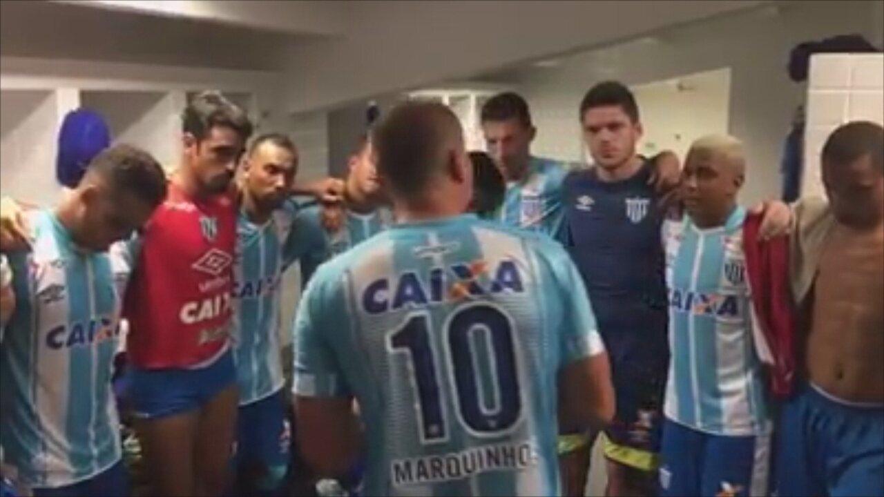 Em lágrimas, Marquinhos enaltece grupo e agradece companheiros após rebaixamento