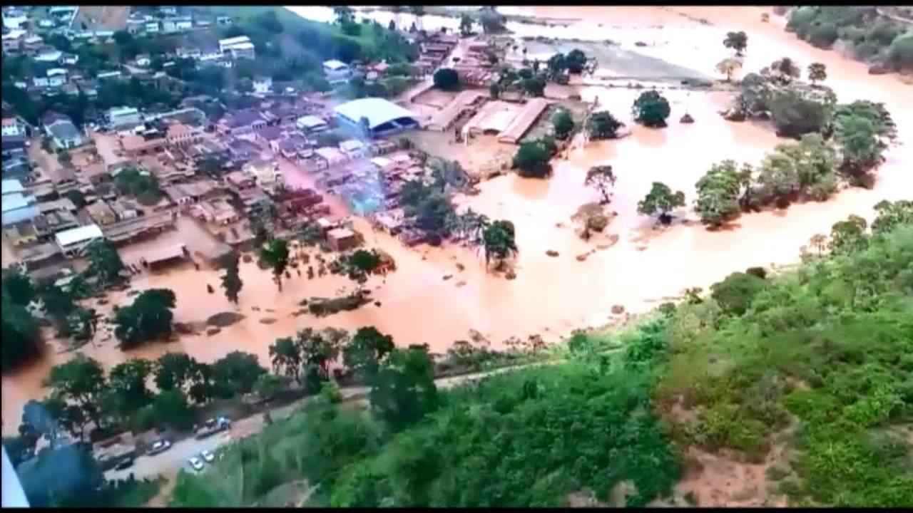 Bombeiros sobrevoam Rio Casca, na Zona da Mata, e mostram destrição provocada por chuva