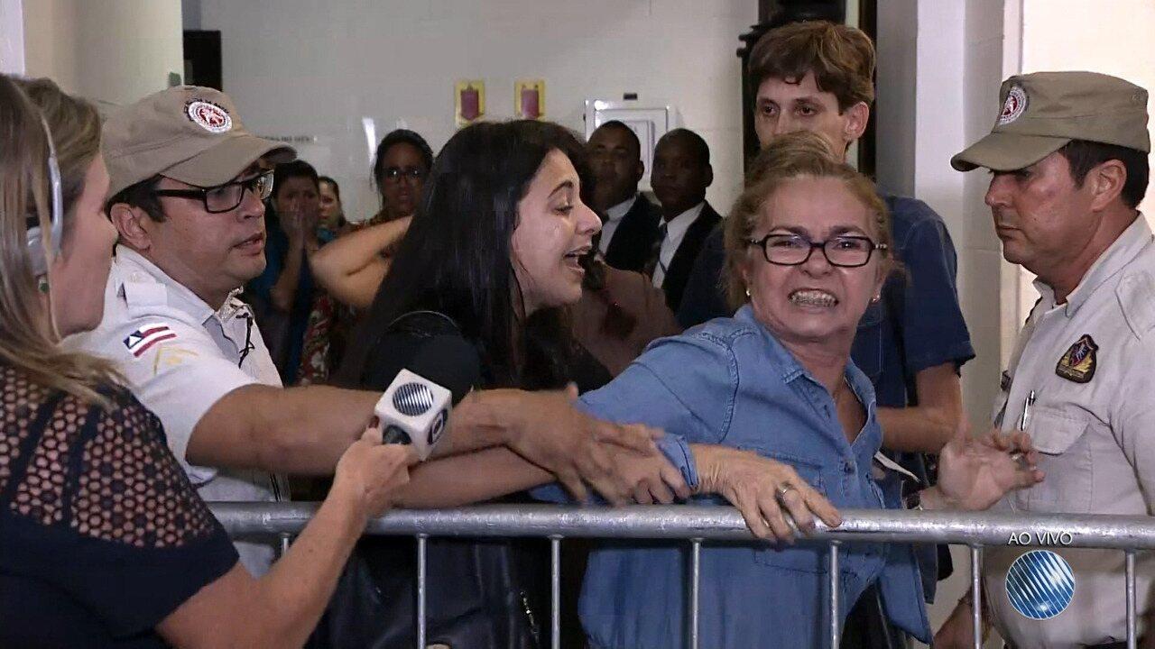 Médica Kátia Vargas é absolvida em júri popular, no fórum Ruy Barbosa
